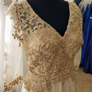 New Champagne Light Gold 3/4 sleeve Gown Large